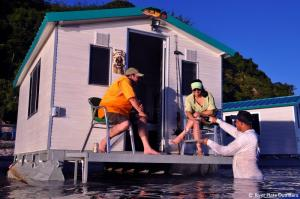 fly-In-floating-cabins-5